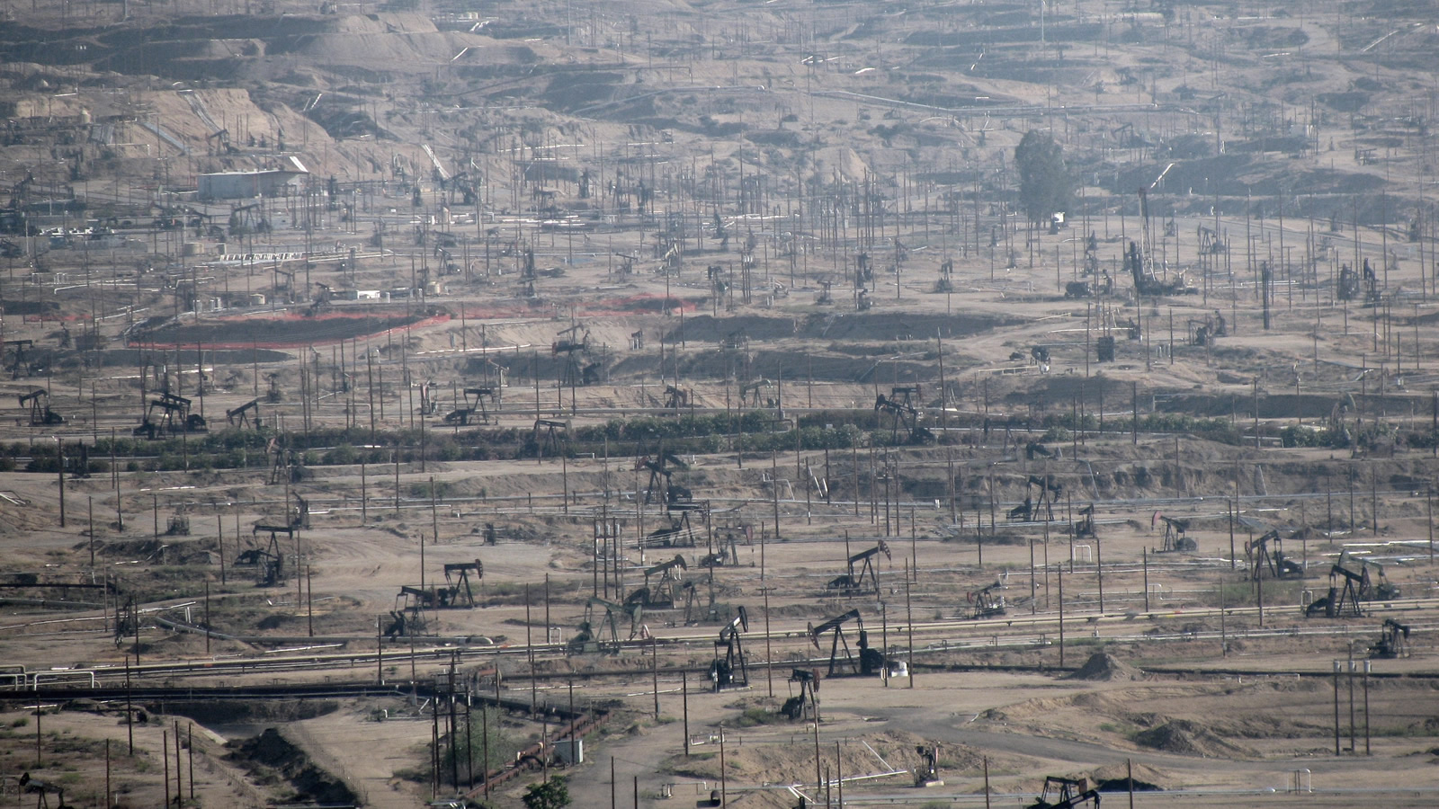 <h4>BUSINESS AS USUAL IS A DEAD-END</h4><h5>To slow global warming, fossil fuel companies can no longer operate as usual. We need to leave most oil, gas and coal in the ground.</h5><em>Antandrus via Wikimedia CC-BY-SA-2.0</em>