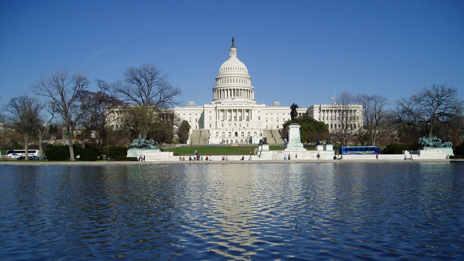 <h4>YOUR ENVIRONMENTAL WATCHDOG</h4><h5>Our Washington, D.C., team is watching the White House, Congress and regulatory agencies for any attempt to roll back protections for our water, our public lands, our coasts or our climate.</h5><em>Dokaspar, CC-BY-SA-3.0</em>